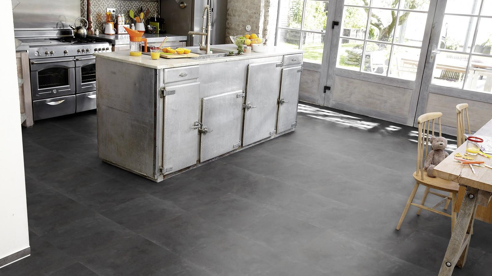 Designboden Tarkett Starfloor Ceramic SANDSTONE für die Küche