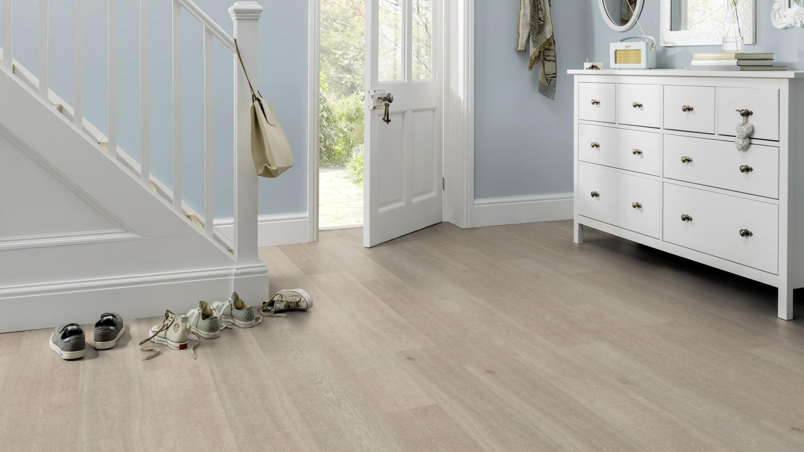 Designflooring Designboden Opus Holz-Dekor Stratis in der Diele / Flur