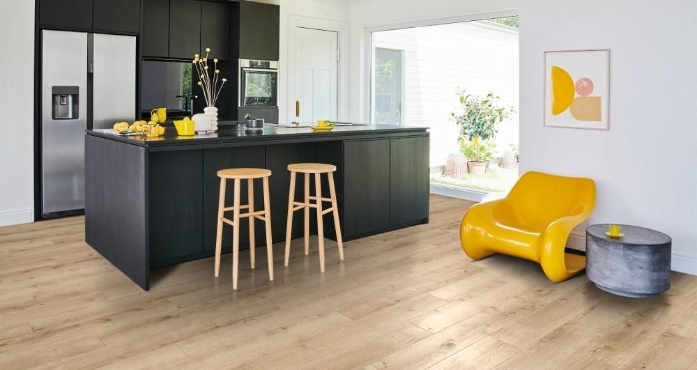 In der Küche sind Design Parkett Bodenbeläge in authentischen Holzparkett-Design besonders beliebt - Mit Parador Modular One Designparkett - ausgezeichnet mit Blauer Engel - können Sie sich diesen Wunsch auch erfüllen
